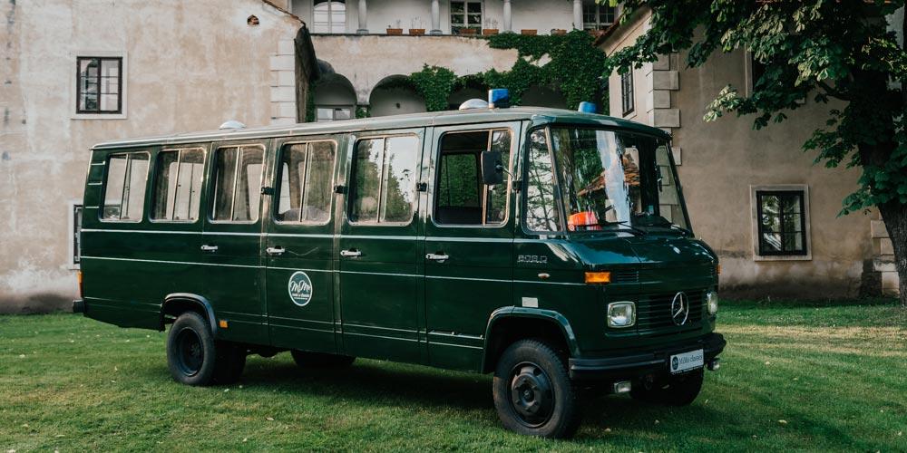 mimo-classics-oldtimervermietung-graz-polizeibus-mercedes-2