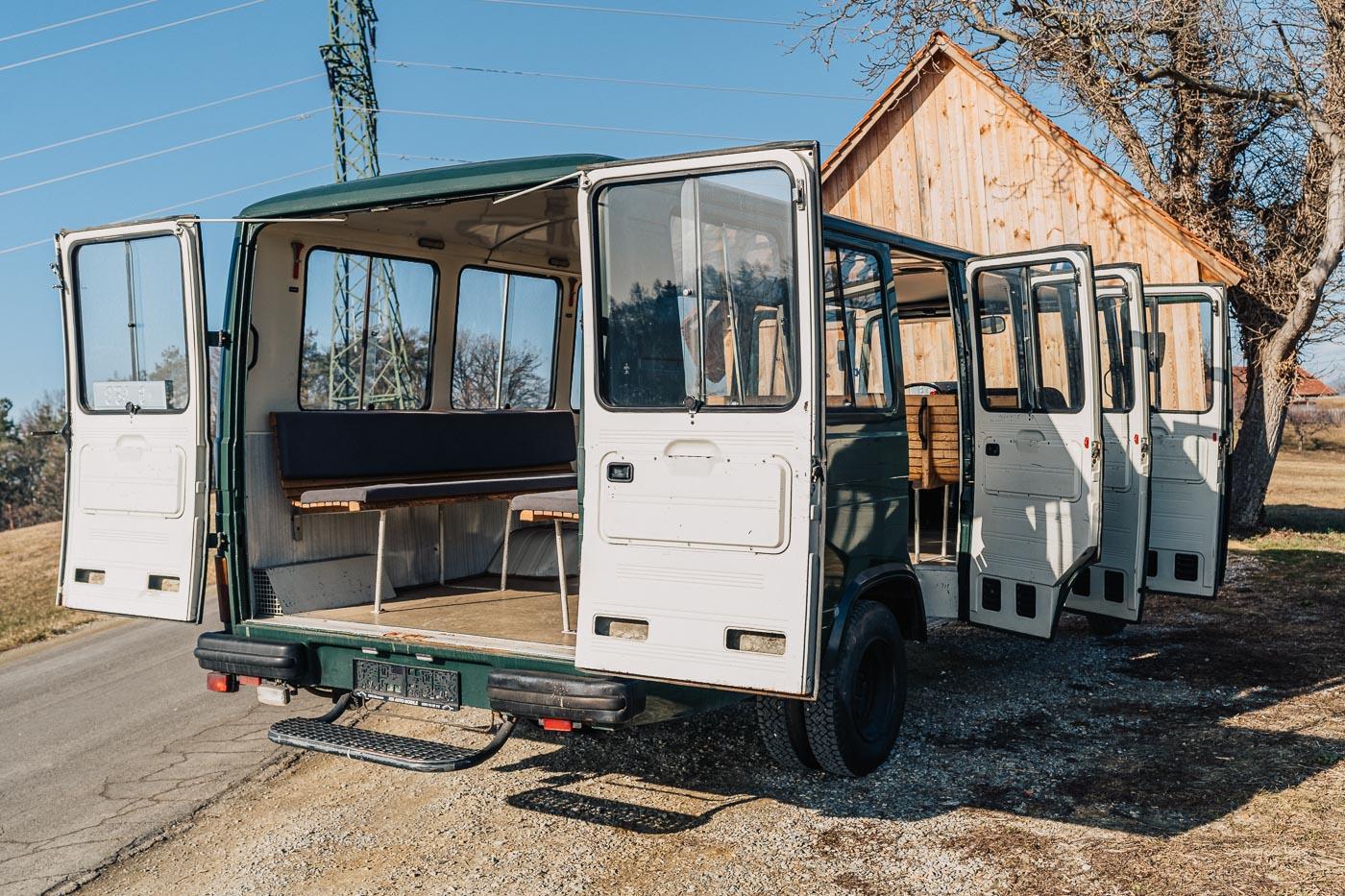 MiMo-Classics-Polizeibus-Innen-2